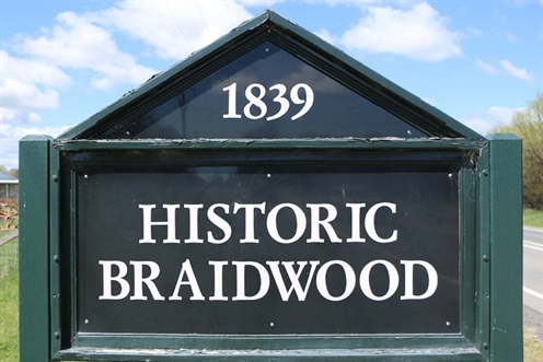 Braidwood-entry-sign.jpg